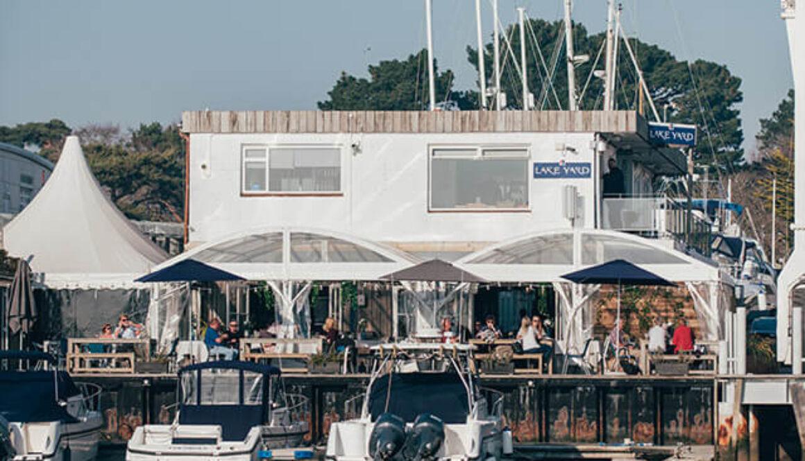 Club &</br>Restaurant